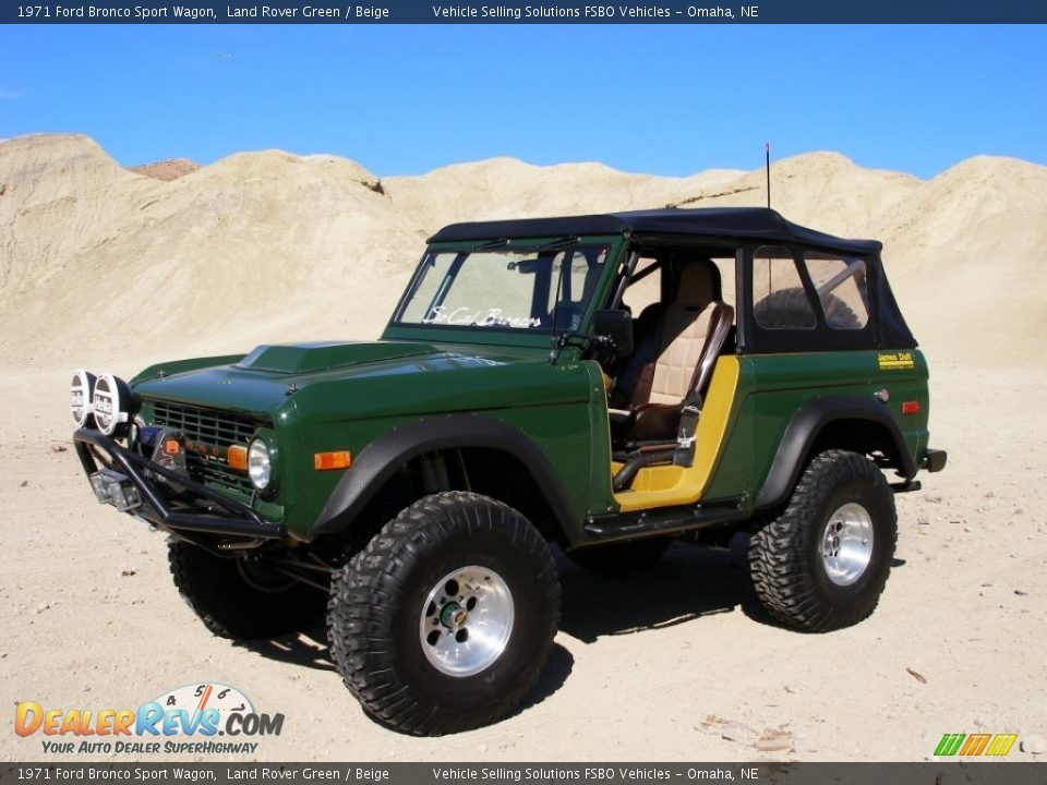 Front 3/4 View of 1971 Ford Bronco Sport Wagon Photo #1