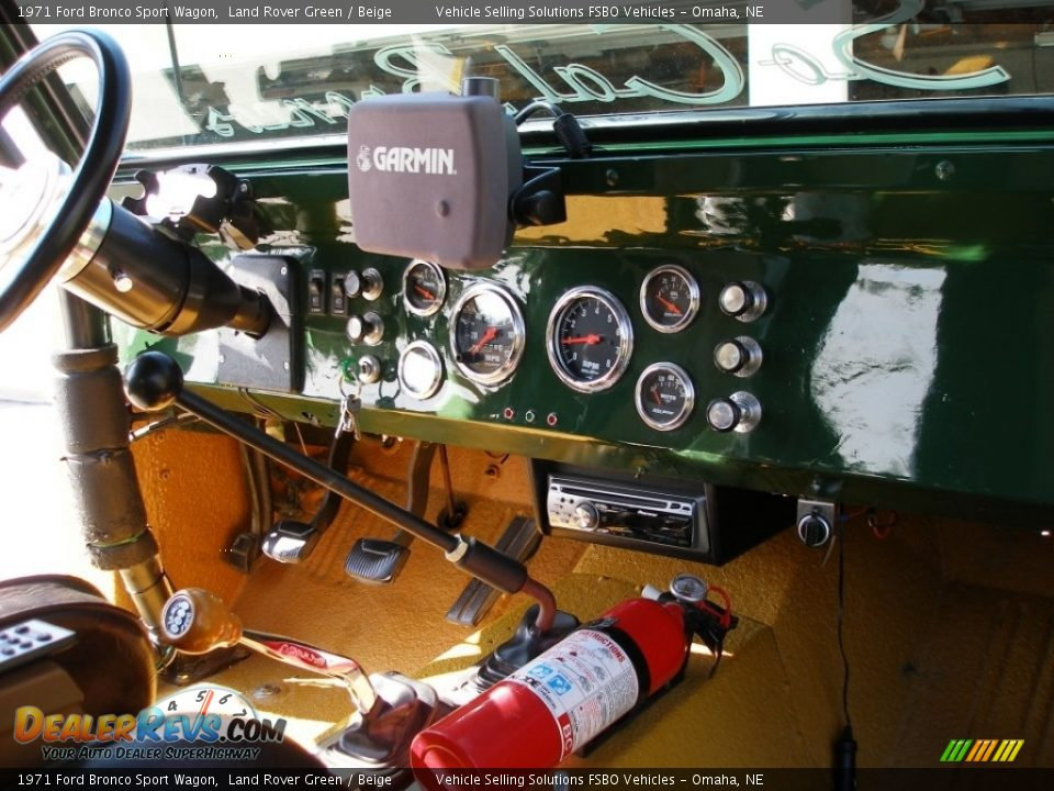 Dashboard of 1971 Ford Bronco Sport Wagon Photo #8