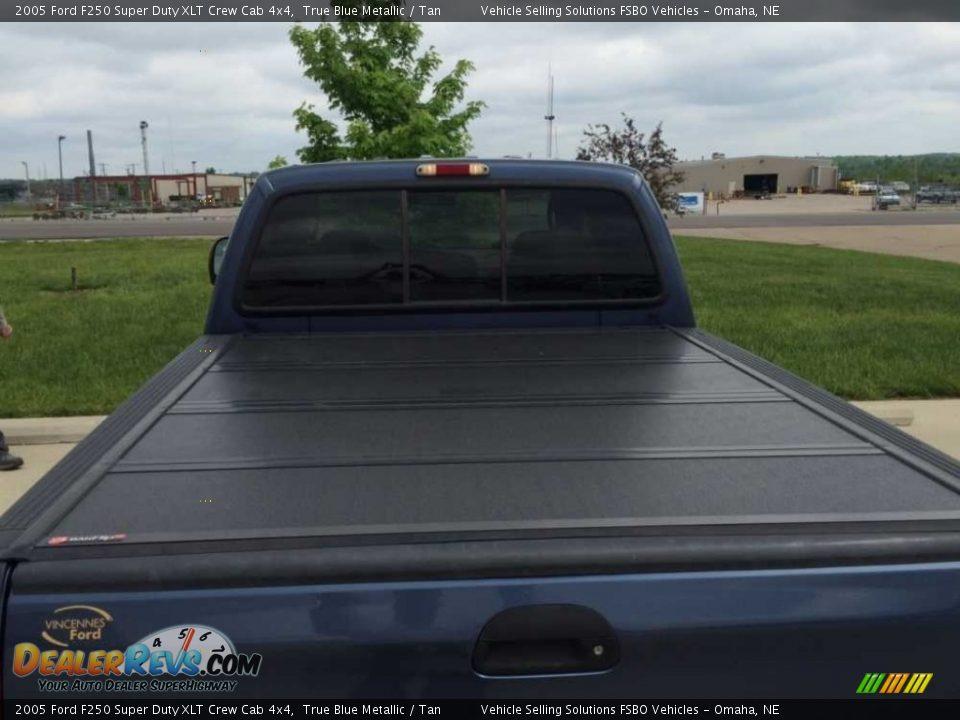 2005 Ford F250 Super Duty XLT Crew Cab 4x4 True Blue Metallic / Tan Photo #5