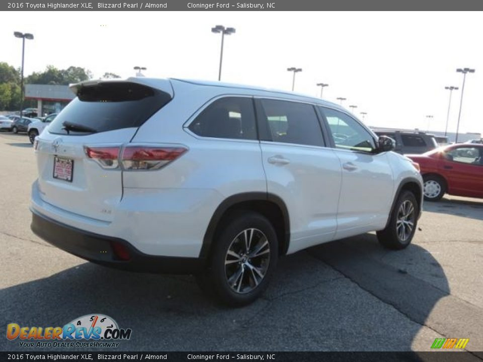 2016 Toyota Highlander XLE Blizzard Pearl / Almond Photo #27