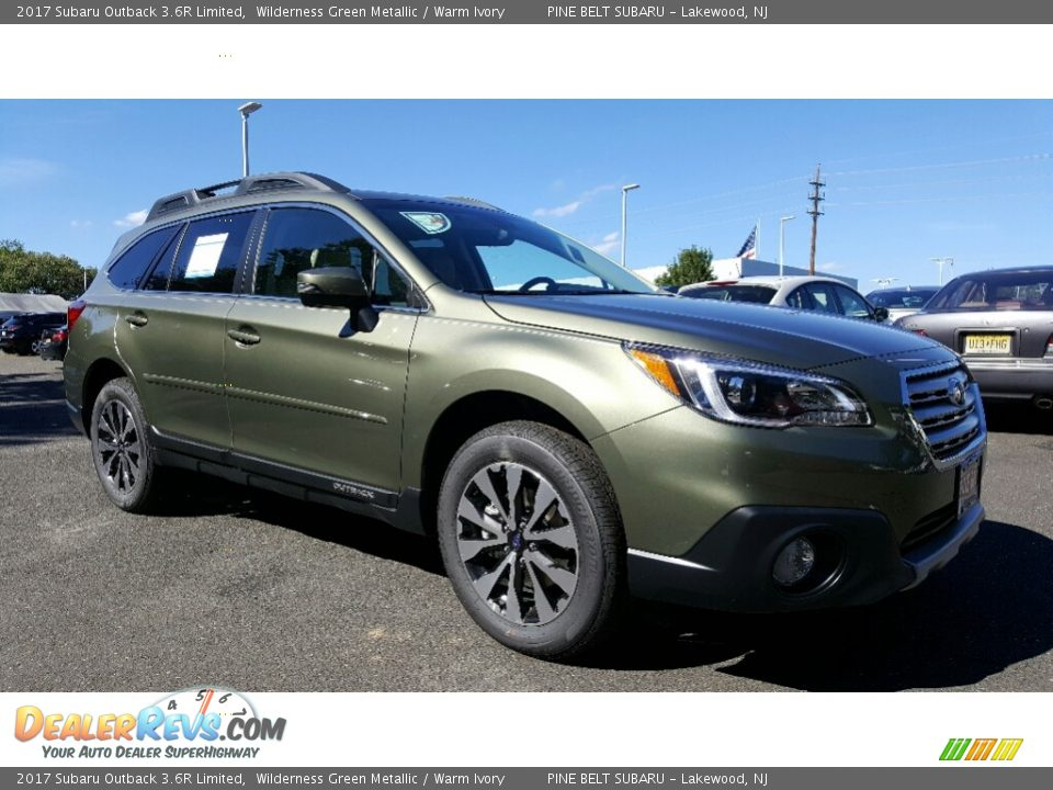 Front 3/4 View of 2017 Subaru Outback 3.6R Limited Photo #1