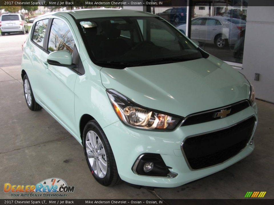 Front 3/4 View of 2017 Chevrolet Spark LT Photo #1