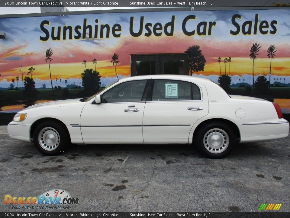 2000 Lincoln Town Car Executive Vibrant White / Light Graphite Photo #5