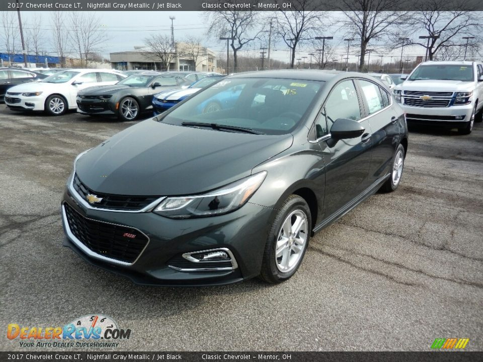 Front 3/4 View of 2017 Chevrolet Cruze LT Photo #1