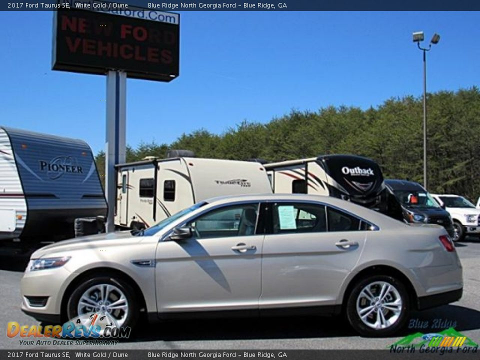 2017 Ford Taurus SE White Gold / Dune Photo #2
