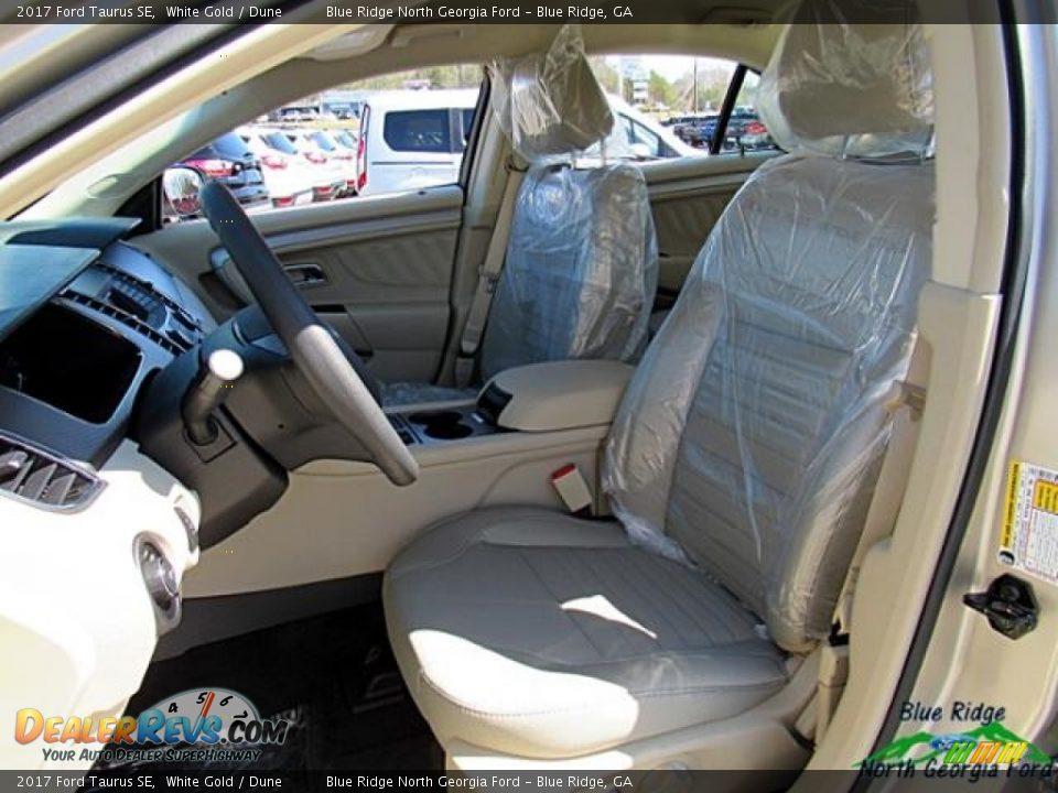 2017 Ford Taurus SE White Gold / Dune Photo #11