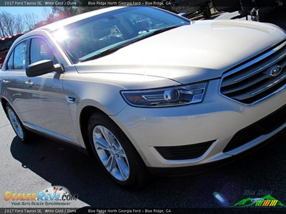 2017 Ford Taurus SE White Gold / Dune Photo #33