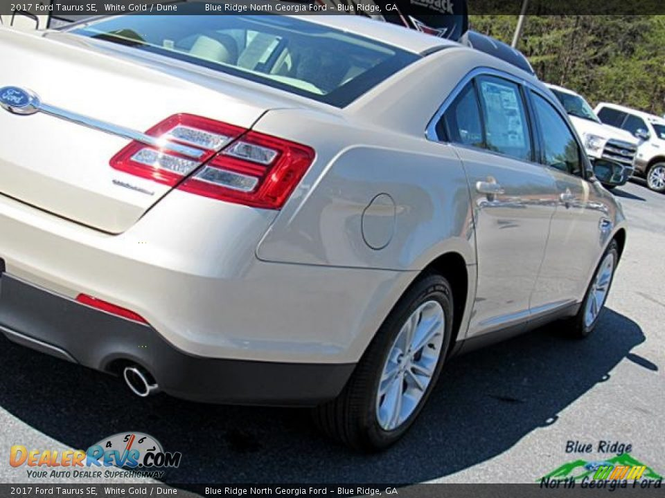 2017 Ford Taurus SE White Gold / Dune Photo #34