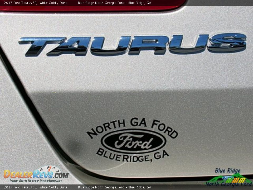 2017 Ford Taurus SE White Gold / Dune Photo #36