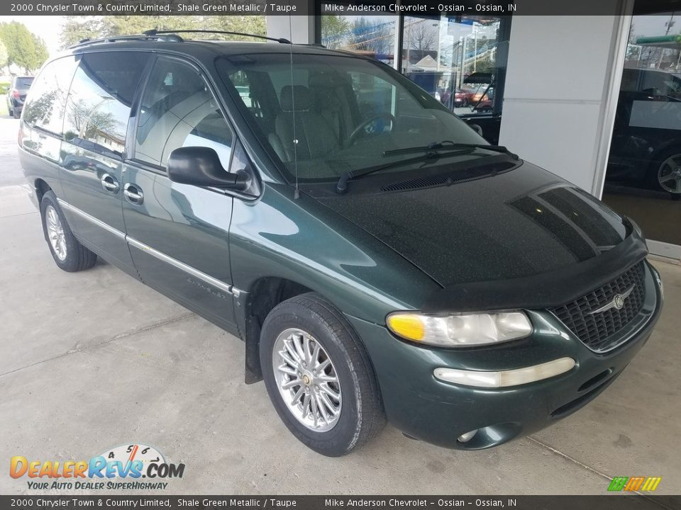 Front 3/4 View of 2000 Chrysler Town & Country Limited Photo #1