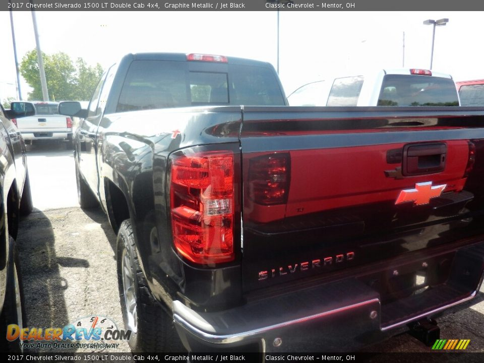 2017 Chevrolet Silverado 1500 LT Double Cab 4x4 Graphite Metallic / Jet Black Photo #5