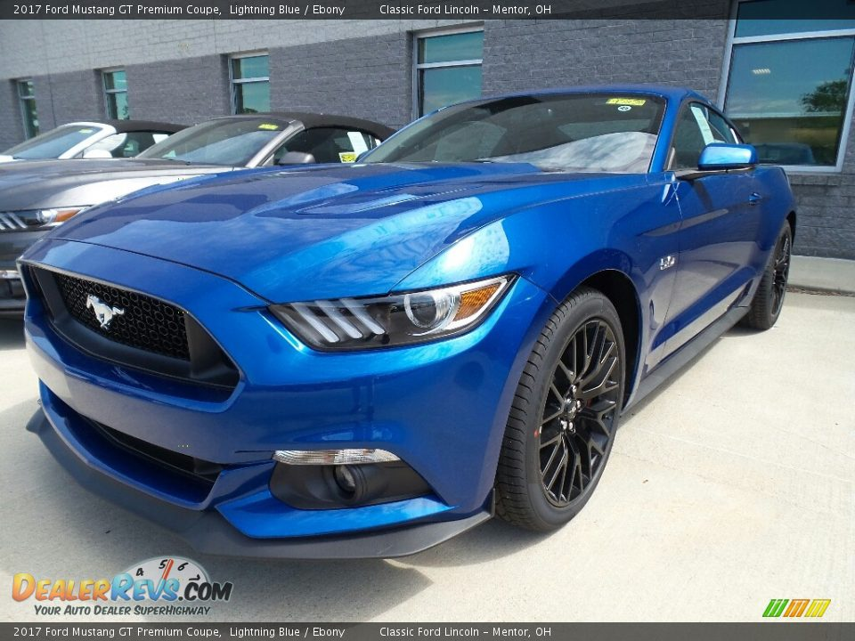 Front 3/4 View of 2017 Ford Mustang GT Premium Coupe Photo #1