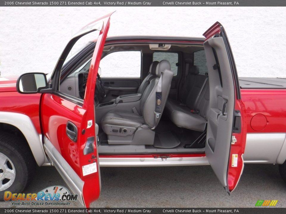 2006 Chevrolet Silverado 1500 Z71 Extended Cab 4x4 Victory Red / Medium Gray Photo #16