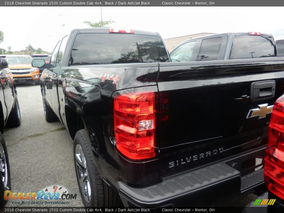 2018 Chevrolet Silverado 1500 Custom Double Cab 4x4 Black / Dark Ash/Jet Black Photo #5