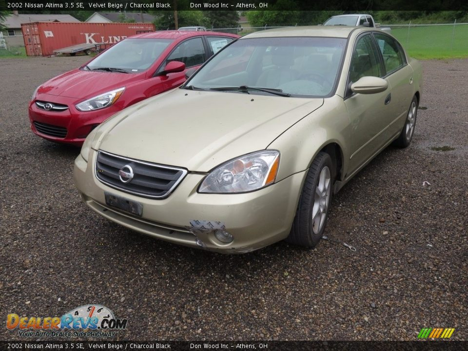 2002 Nissan Altima 3.5 SE Velvet Beige / Charcoal Black Photo #3