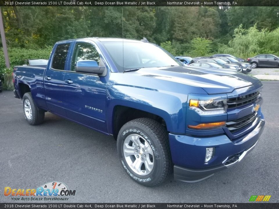 Front 3/4 View of 2018 Chevrolet Silverado 1500 LT Double Cab 4x4 Photo #7