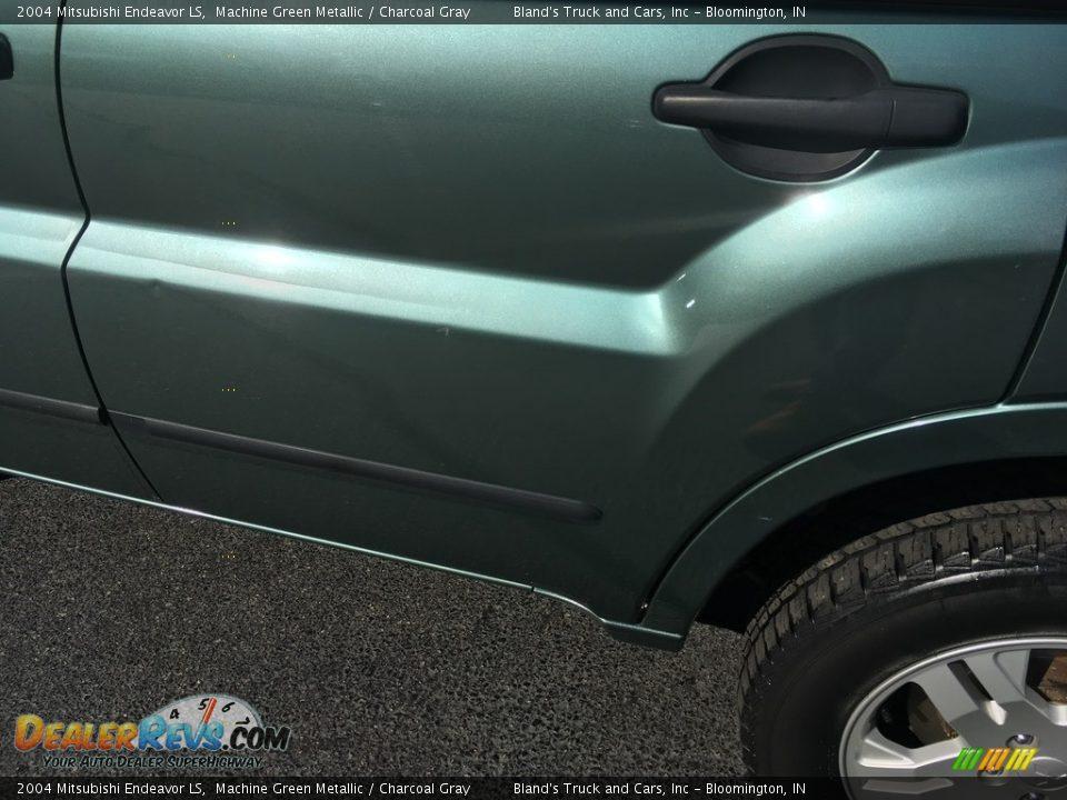 2004 Mitsubishi Endeavor LS Machine Green Metallic / Charcoal Gray Photo #20