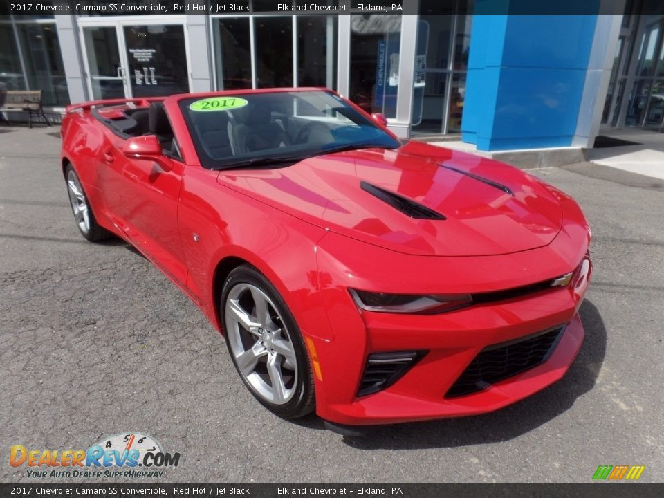 Front 3/4 View of 2017 Chevrolet Camaro SS Convertible Photo #1
