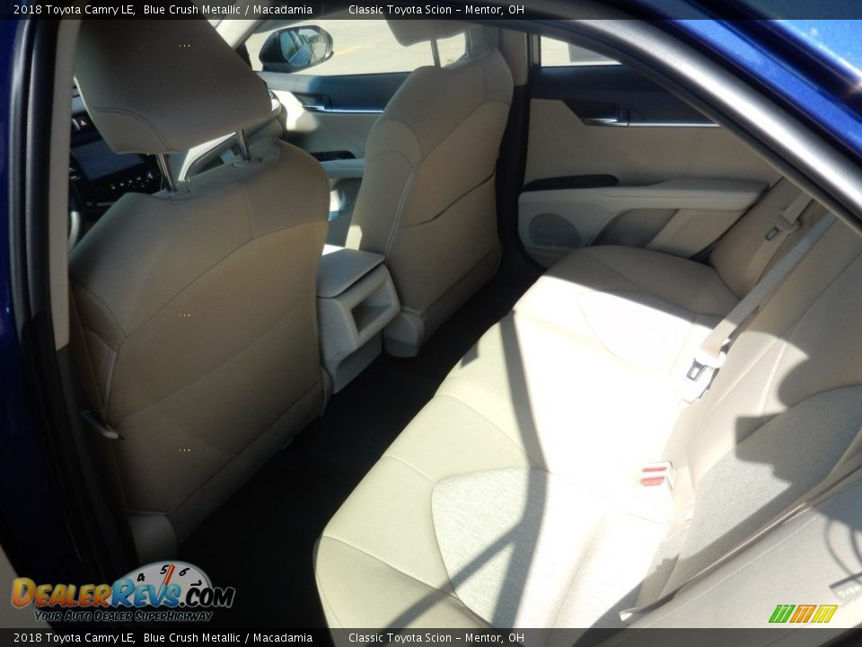 2018 Toyota Camry LE Blue Crush Metallic / Macadamia Photo #5