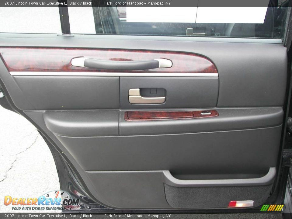 2007 lincoln town car executive l black black photo 15 for State motors lincoln dealer manchester nh