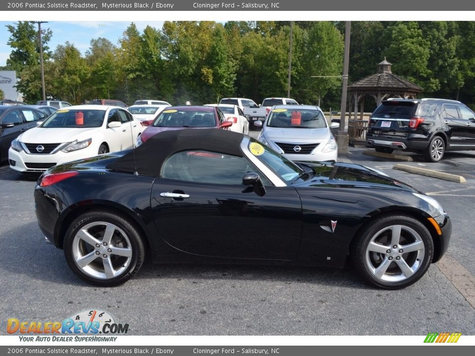 2006 Pontiac Solstice Roadster Mysterious Black / Ebony Photo #2