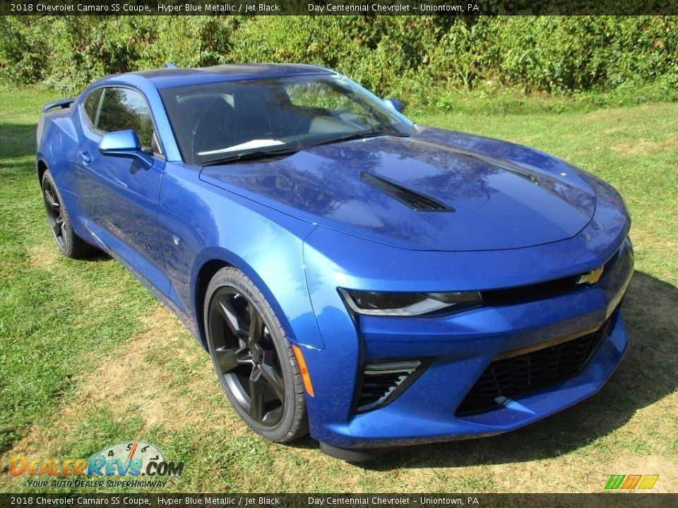 Front 3/4 View of 2018 Chevrolet Camaro SS Coupe Photo #14