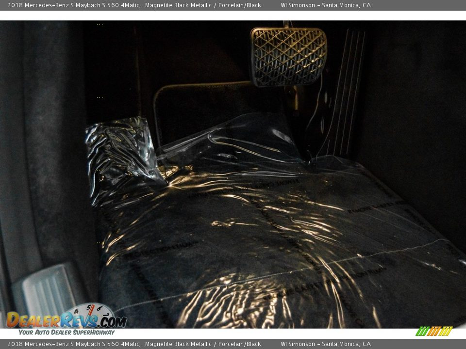 2018 Mercedes-Benz S Maybach S 560 4Matic Magnetite Black Metallic / Porcelain/Black Photo #25