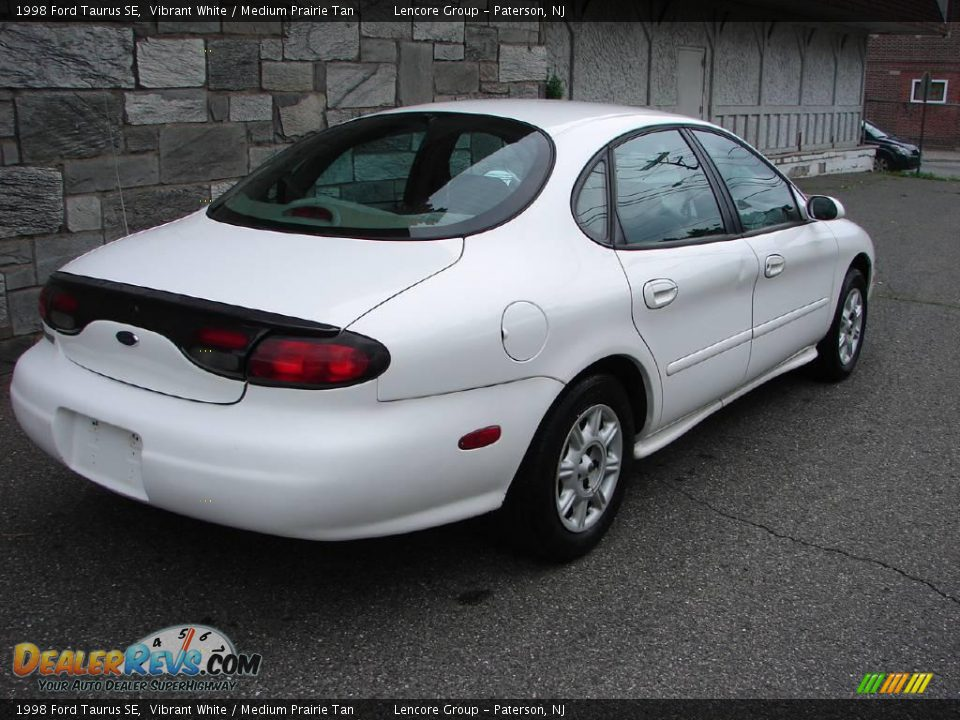 1998 ford taurus se vibrant white medium prairie tan. Black Bedroom Furniture Sets. Home Design Ideas