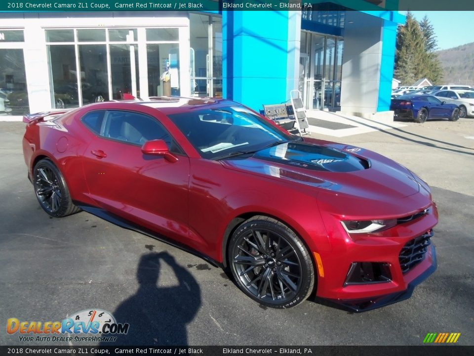Front 3/4 View of 2018 Chevrolet Camaro ZL1 Coupe Photo #4