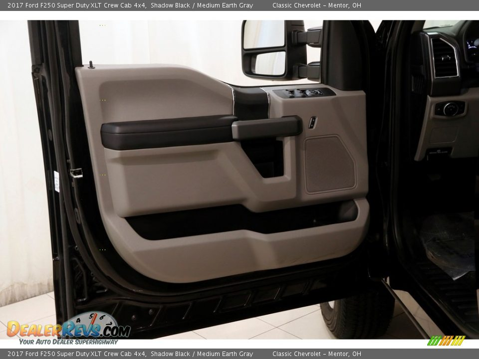 2017 Ford F250 Super Duty XLT Crew Cab 4x4 Shadow Black / Medium Earth Gray Photo #4