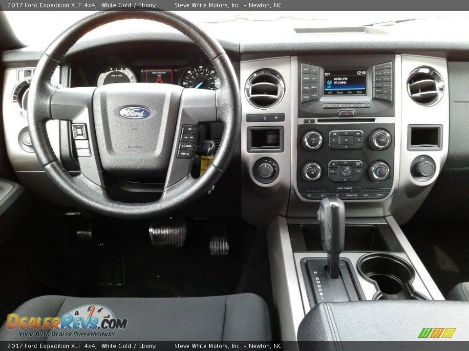 2017 Ford Expedition XLT 4x4 White Gold / Ebony Photo #30