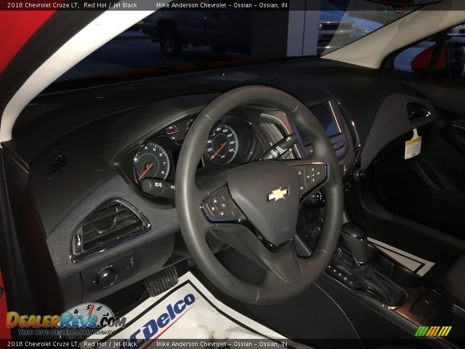 2018 Chevrolet Cruze LT Red Hot / Jet Black Photo #17