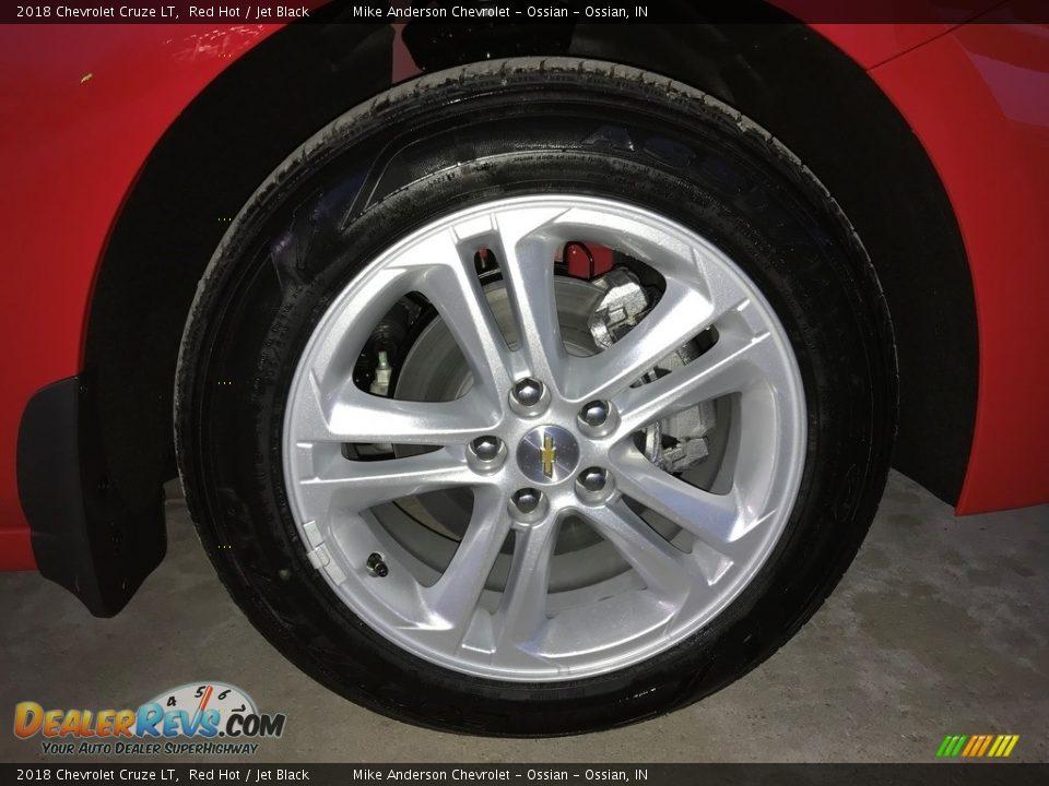 2018 Chevrolet Cruze LT Red Hot / Jet Black Photo #26