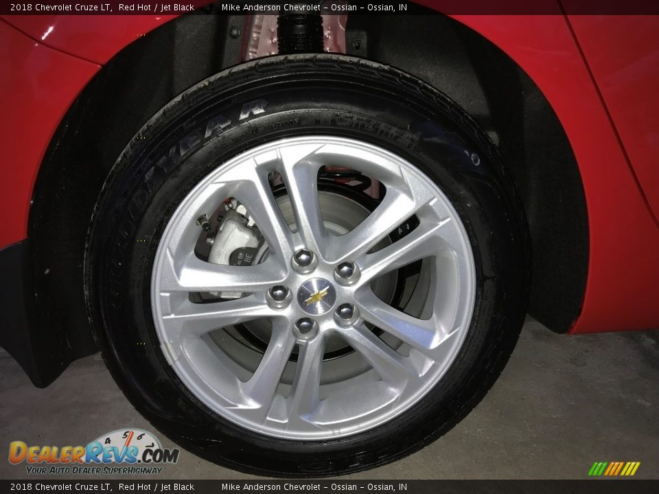 2018 Chevrolet Cruze LT Red Hot / Jet Black Photo #28