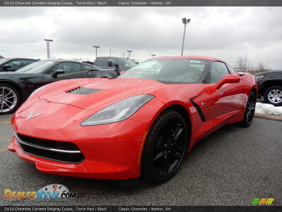 Front 3/4 View of 2019 Chevrolet Corvette Stingray Coupe Photo #1