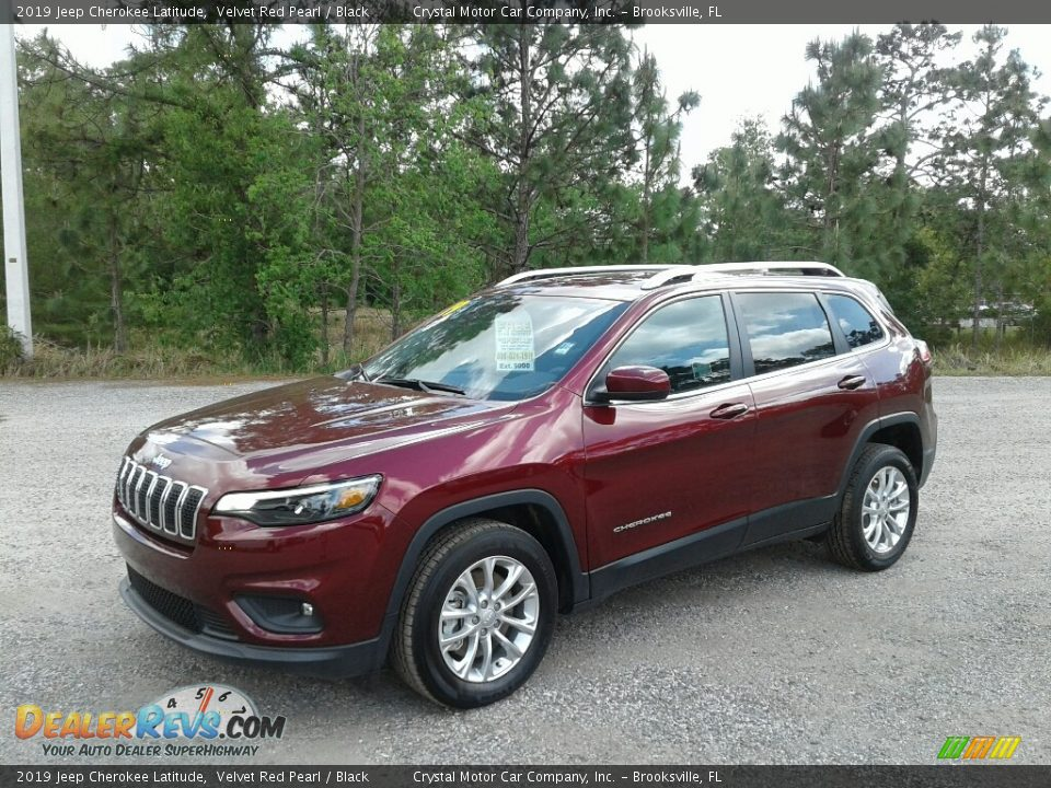 Front 3/4 View of 2019 Jeep Cherokee Latitude Photo #1