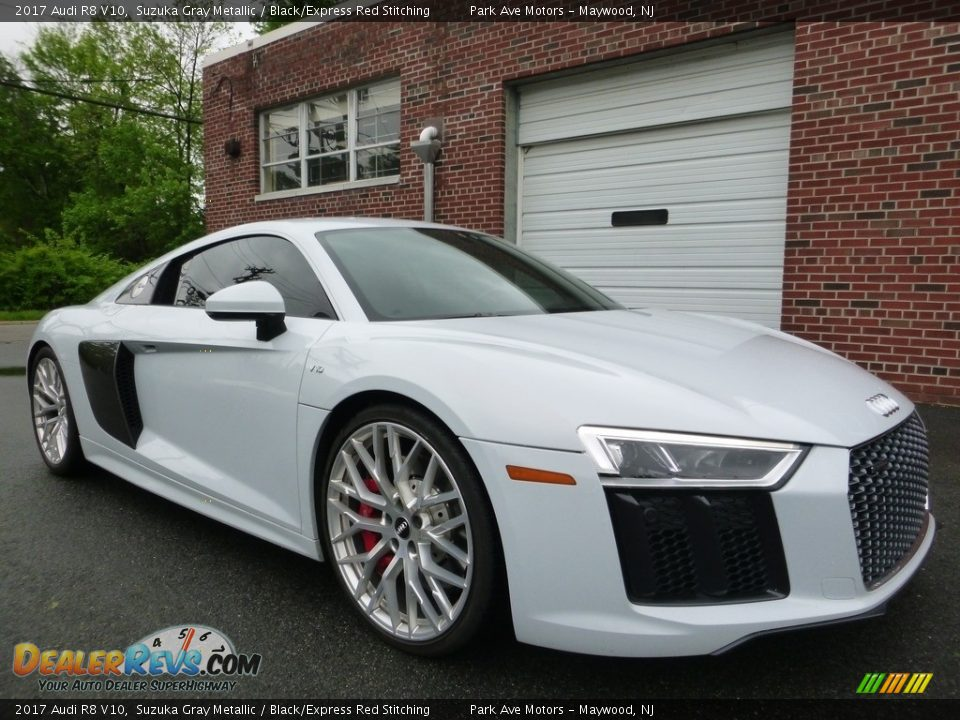 Front 3/4 View of 2017 Audi R8 V10 Photo #7