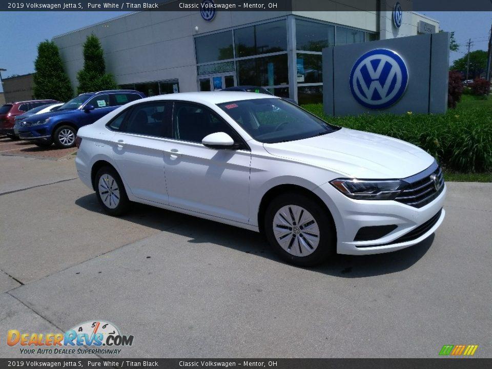 Front 3/4 View of 2019 Volkswagen Jetta S Photo #2