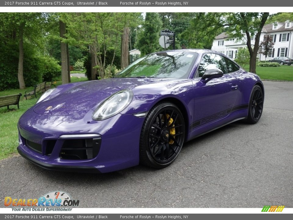 Front 3/4 View of 2017 Porsche 911 Carrera GTS Coupe Photo #1