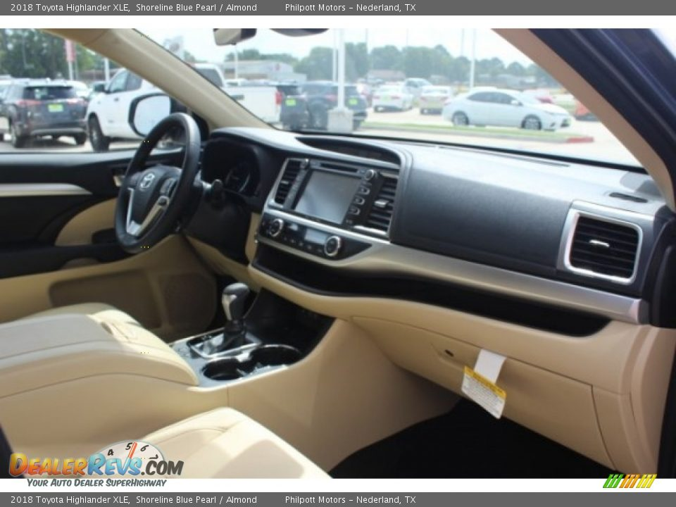 2018 Toyota Highlander XLE Shoreline Blue Pearl / Almond Photo #34
