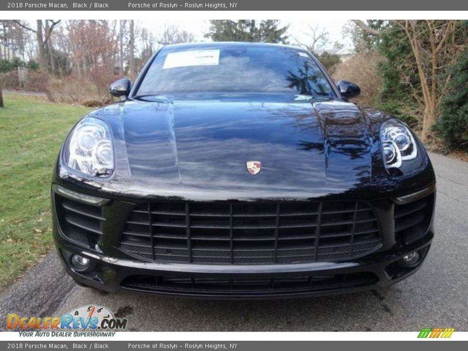 2018 Porsche Macan Black / Black Photo #2