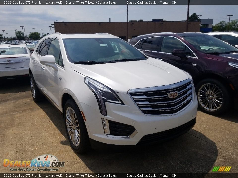 Front 3/4 View of 2019 Cadillac XT5 Premium Luxury AWD Photo #1