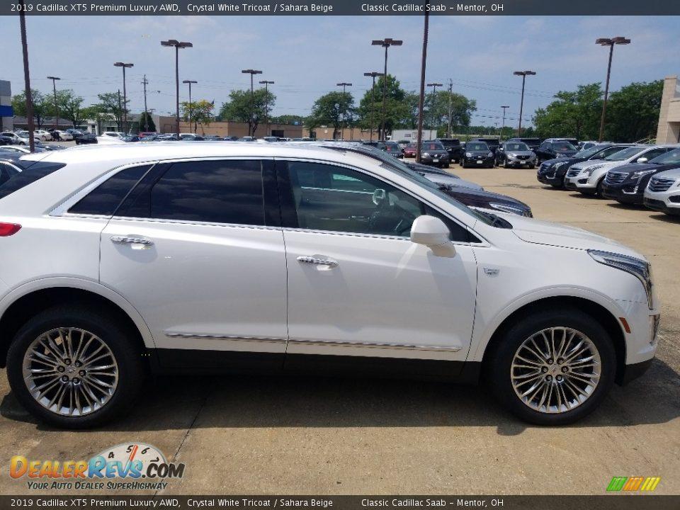 2019 Cadillac XT5 Premium Luxury AWD Crystal White Tricoat / Sahara Beige Photo #2