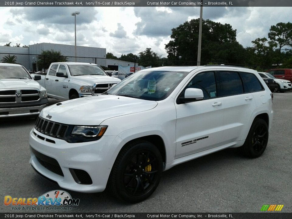 Front 3/4 View of 2018 Jeep Grand Cherokee Trackhawk 4x4 Photo #1