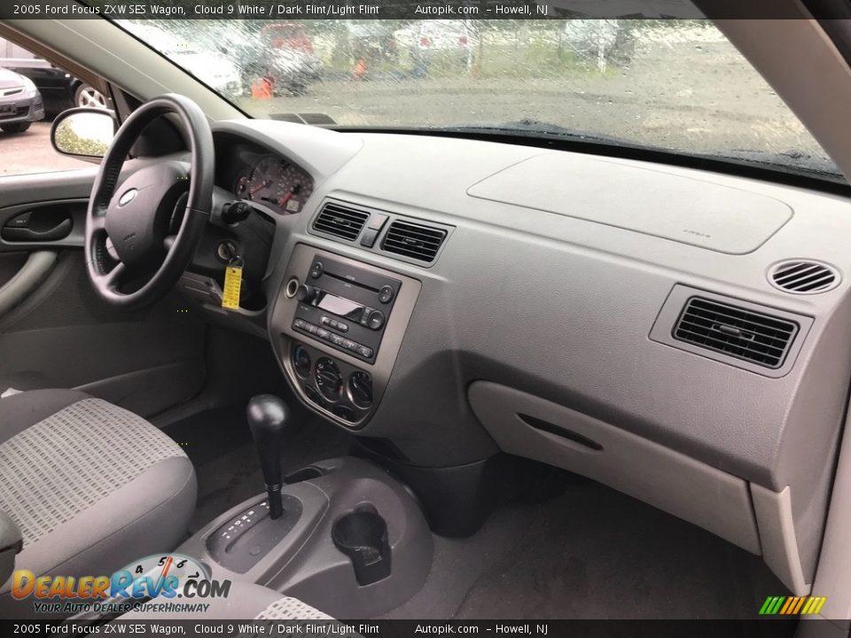 2005 Ford Focus ZXW SES Wagon Cloud 9 White / Dark Flint/Light Flint Photo #15