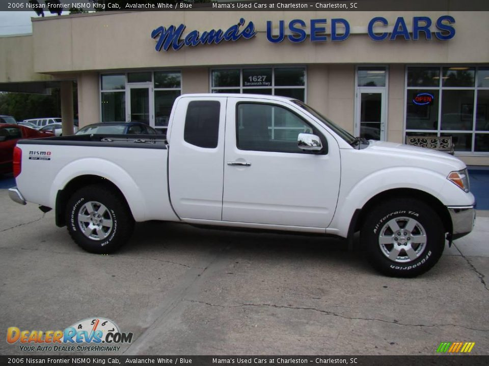 2006 nissan frontier nismo king cab avalanche white blue photo 1. Black Bedroom Furniture Sets. Home Design Ideas