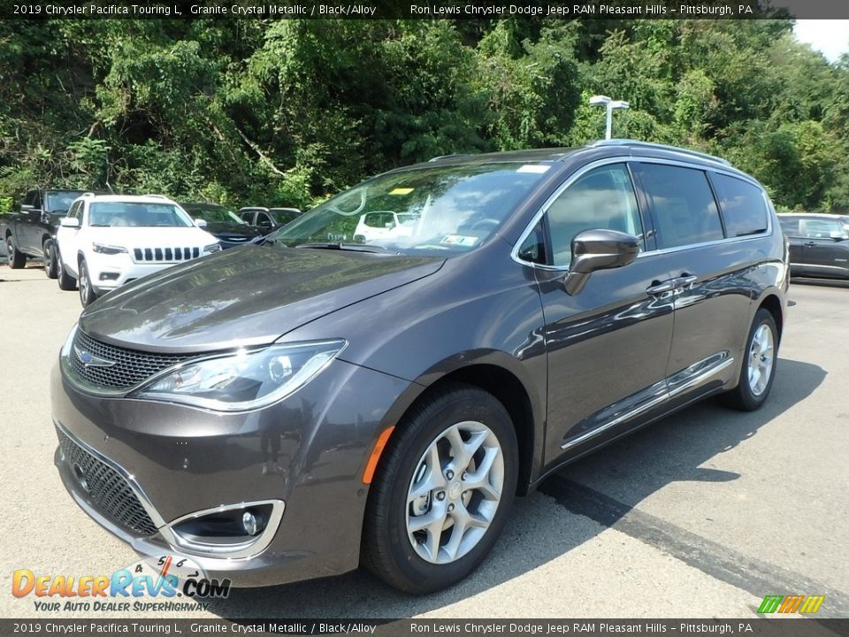 Front 3/4 View of 2019 Chrysler Pacifica Touring L Photo #1