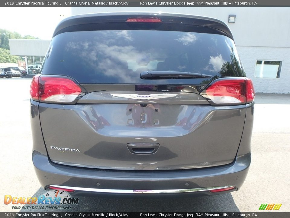 2019 Chrysler Pacifica Touring L Granite Crystal Metallic / Black/Alloy Photo #4