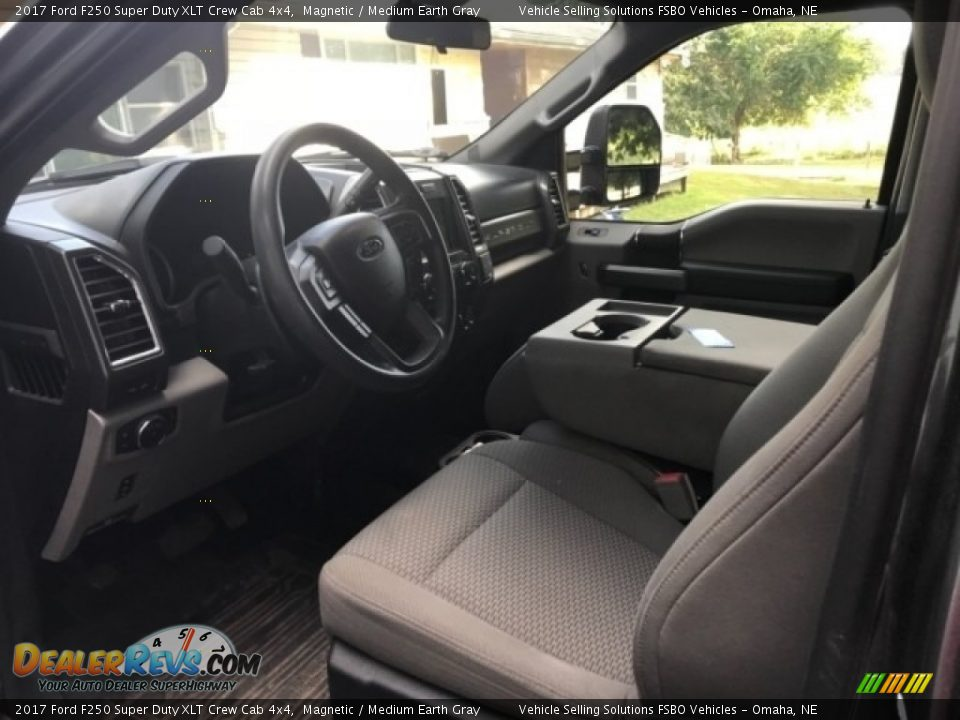 2017 Ford F250 Super Duty XLT Crew Cab 4x4 Magnetic / Medium Earth Gray Photo #4