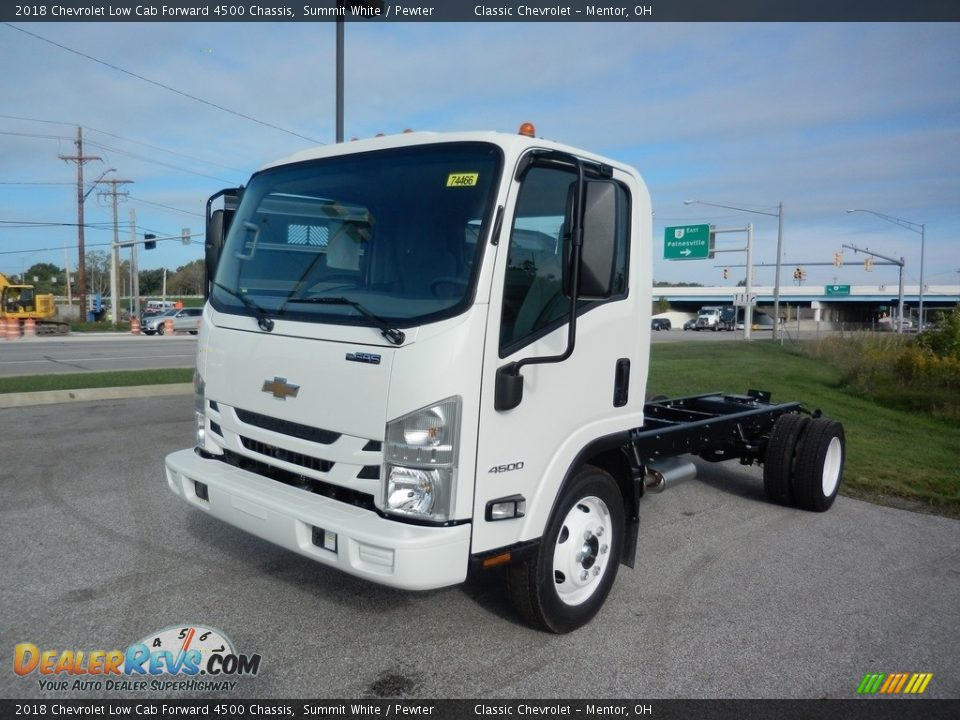 Front 3/4 View of 2018 Chevrolet Low Cab Forward 4500 Chassis Photo #1
